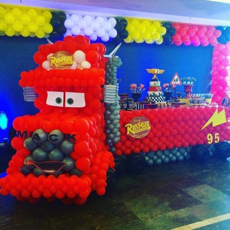 decoração com balões carros