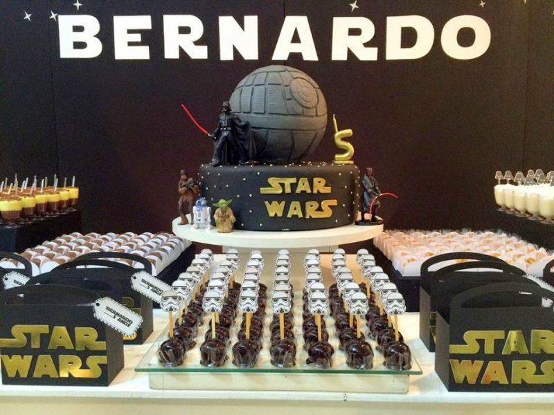 Mesa decorada de star wars