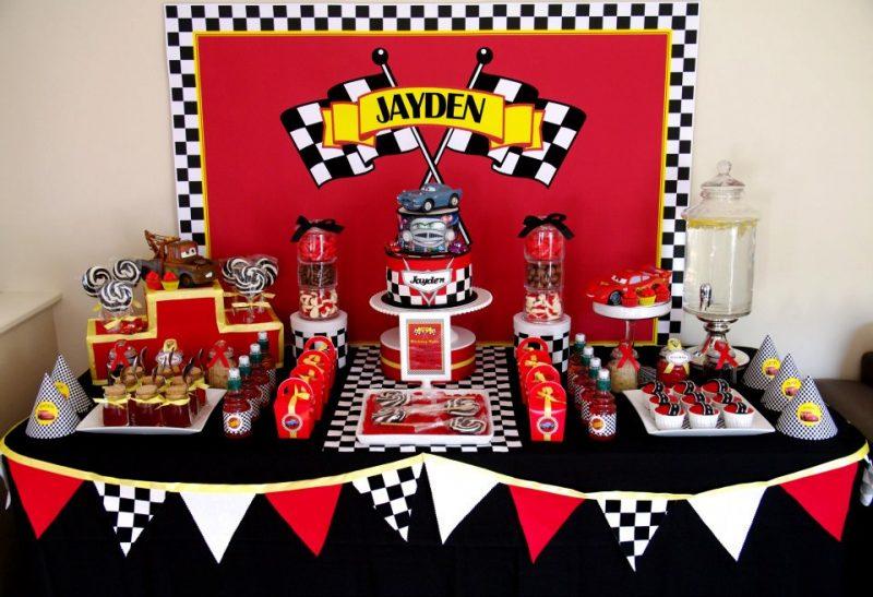 mesa decorada de festa temática