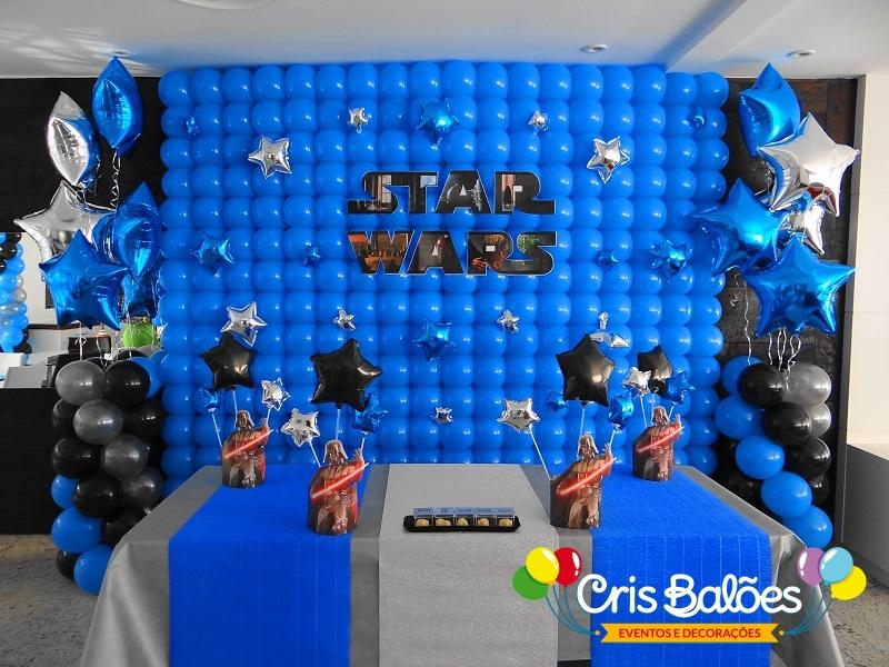 painel de balões decorativo em festa de aniversário
