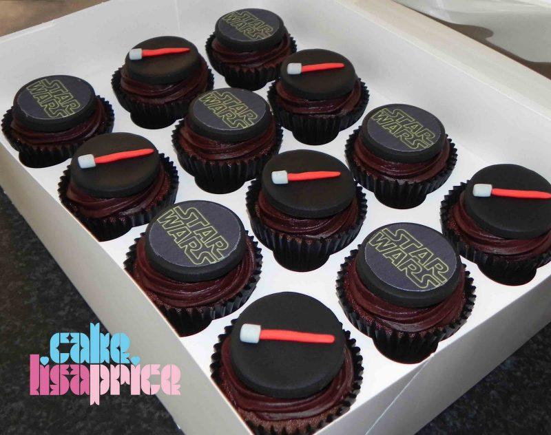 Cupcakes e decoração de aniversário estilo star wars