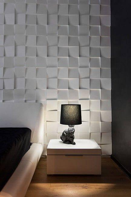 Textura tipo mosaico em parede de quarto de casal