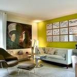 Parede de sala moderna Branca que usa verde para decoração