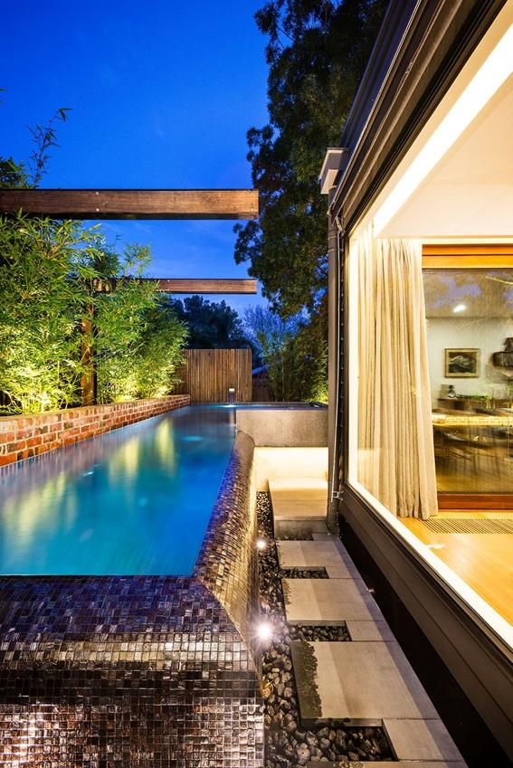 Área externa com piscina para natação