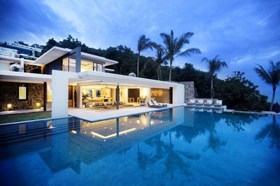 Casa moderna com piscina de bordas infinitas