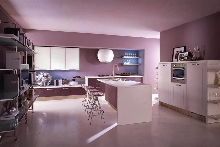 cozinha decorada em tons claros de lilás