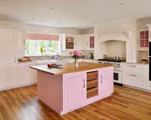 Cozinha de casa de campo decorada