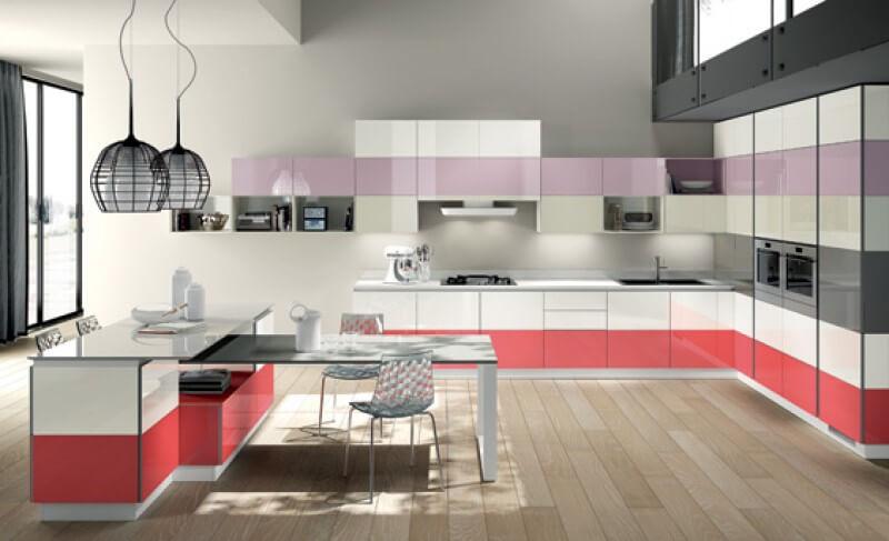 cozinha decorada em cores rosa, lilás e cinza