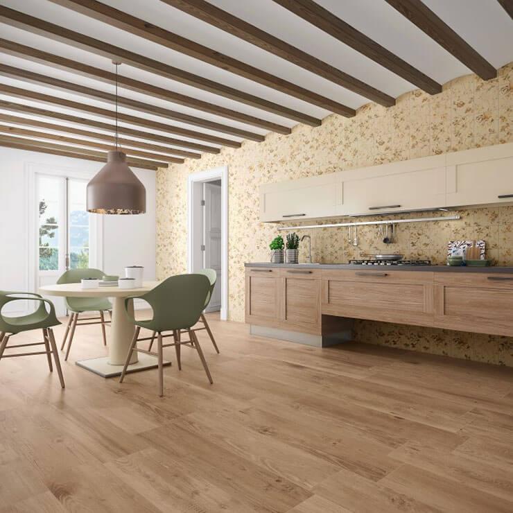 Piso PVC imitando madeira em ambiente de estar