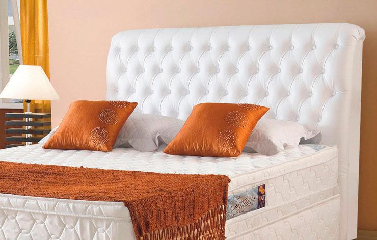 Cabeceira estofada para cama de casal branca