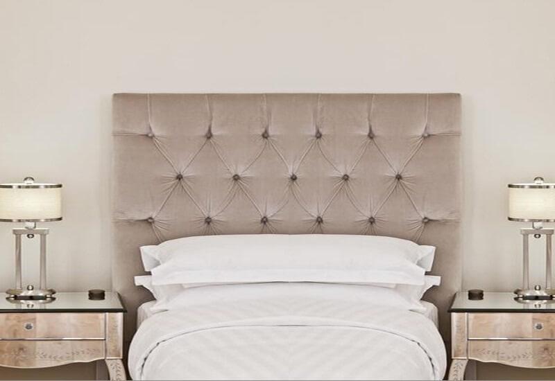 Painel estofado para cama de solteiro