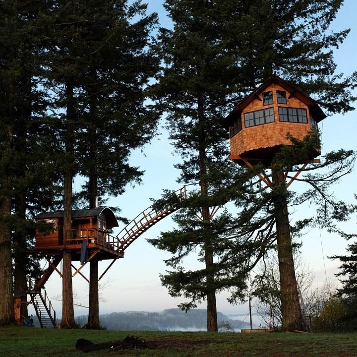 Casas no alto das árvores