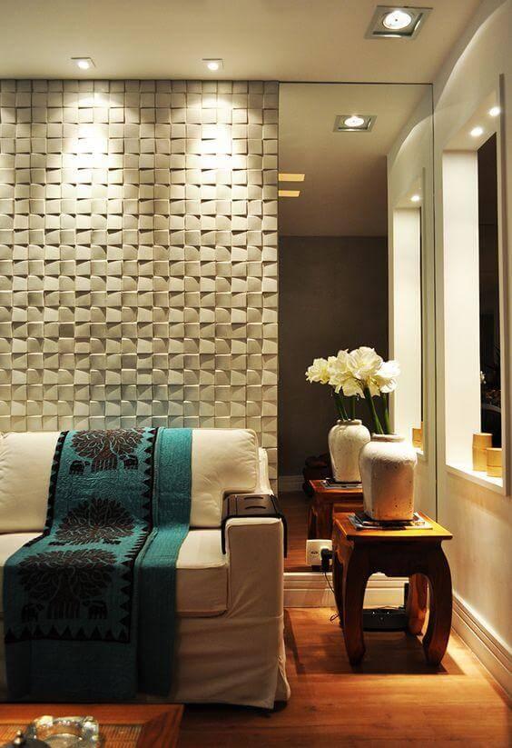 Parede da sala de estar com padrão mosaico