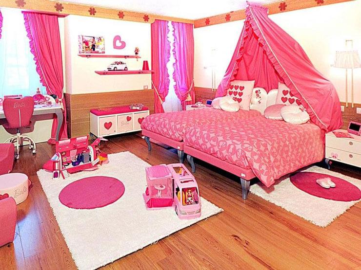 Quarto da Barbie com piso laminado