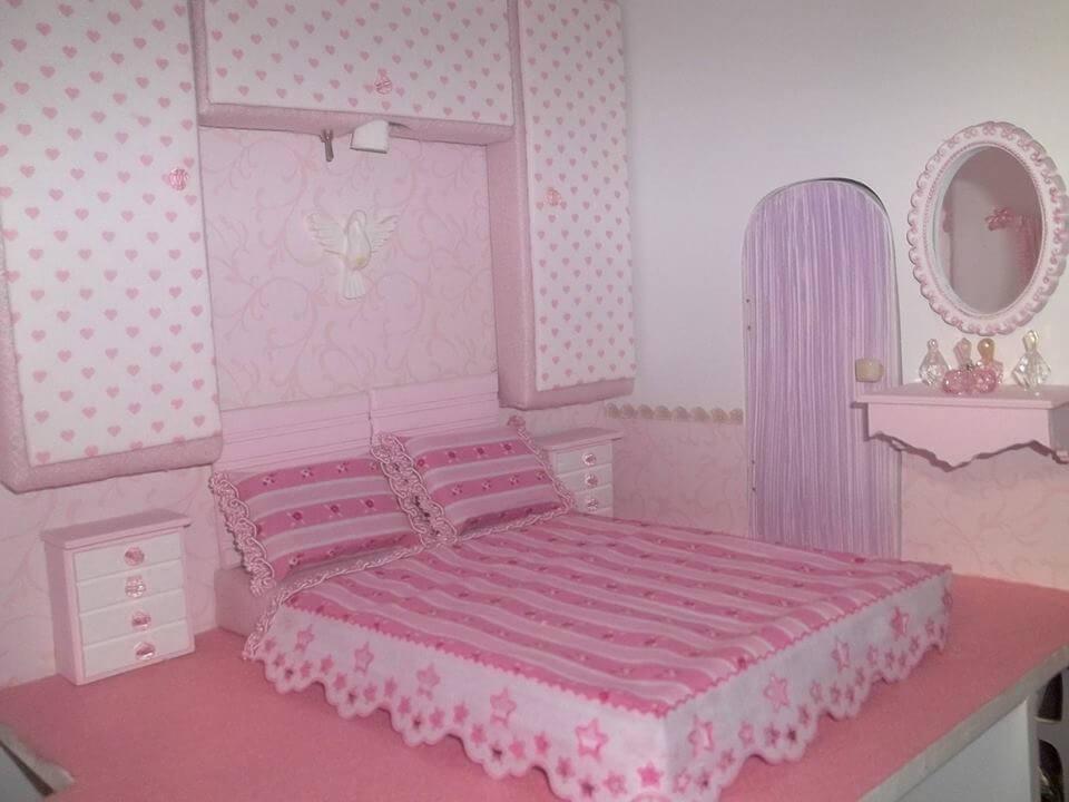 Quarto branco decorado da Barbie
