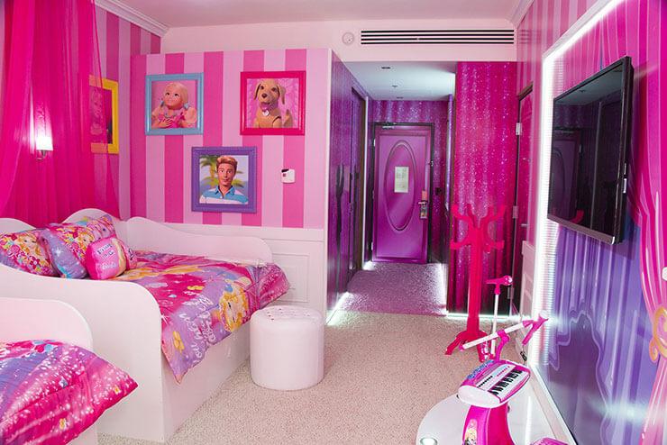 Quarto de menina decorado da Barbie