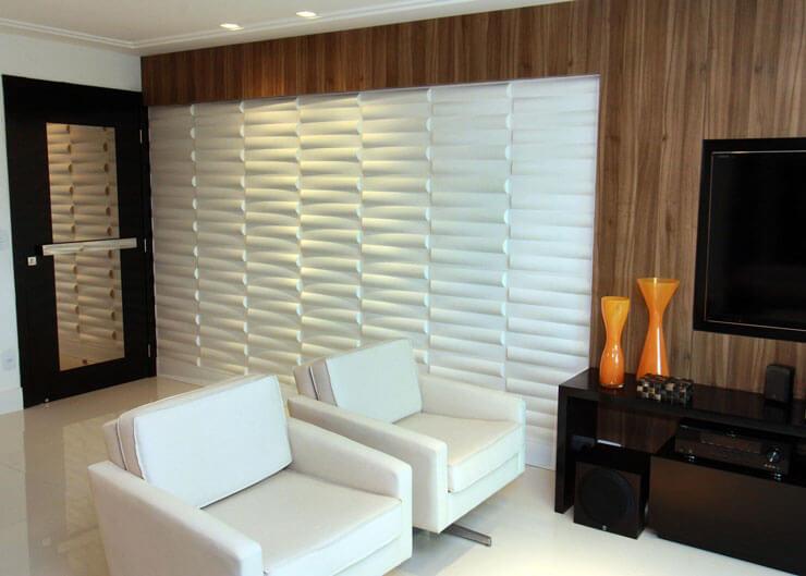 Sala de TV com decoração de parede texturizada