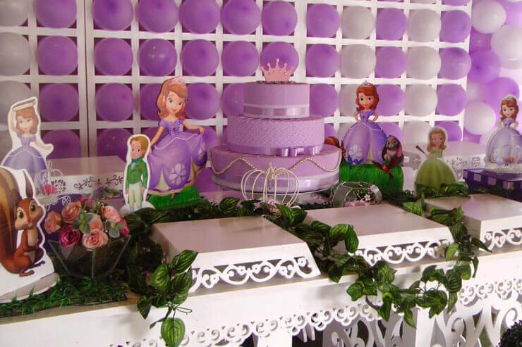 Decoração com bolo Princesa Sofia