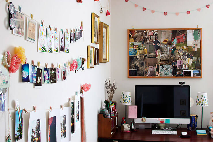 Quarto decorado com varal com fotos