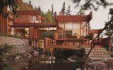 Casa de campo com fachada de madeira