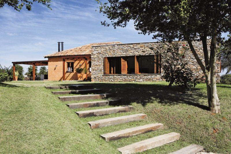 fachada de pedra em casa de campo
