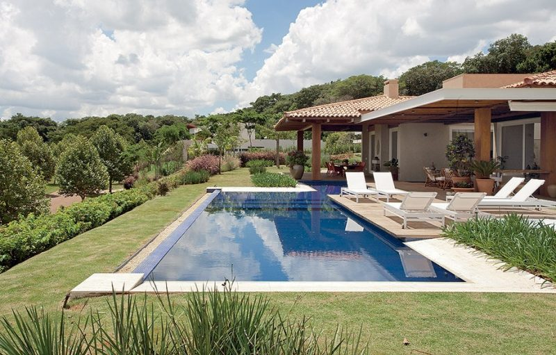 piscina em casa de campo