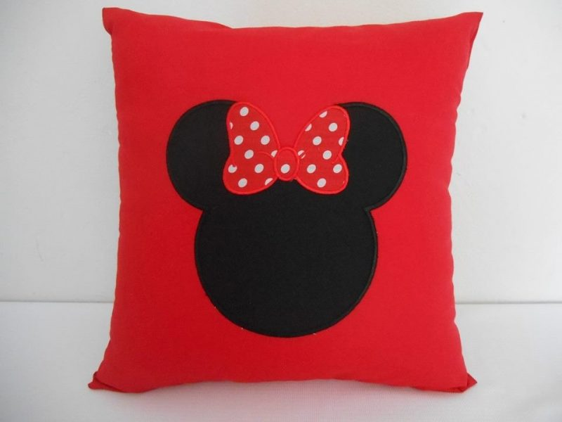 Almofada Personalizada da Minnie Vermelha