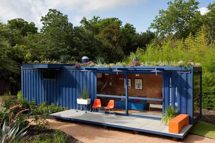 Casa pequena de Conteiner com Jardim no telhado