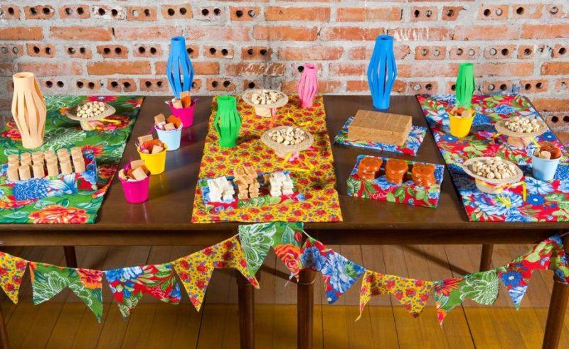 Decoração de Festa Junina com Tecido de Chita