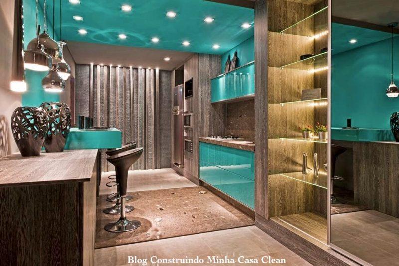 Teto e Móveis da Cozinha na Cor Azul Turquesa