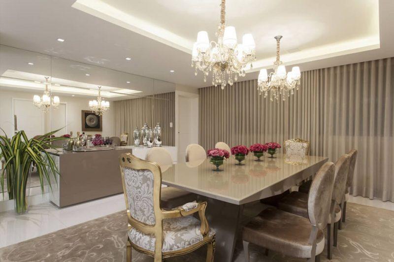 Sala de jantar decorada em Fendi