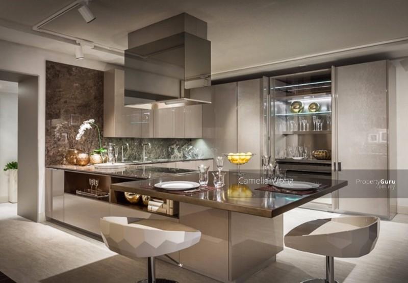 Bela cozinha com bancada em Fendi