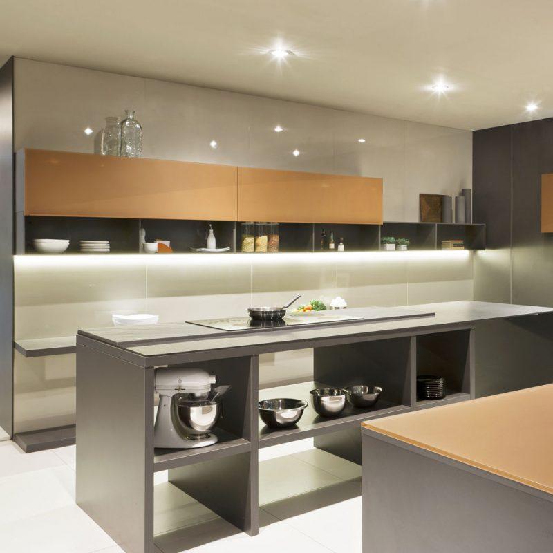 Bancada de cozinha com ilha em fendi