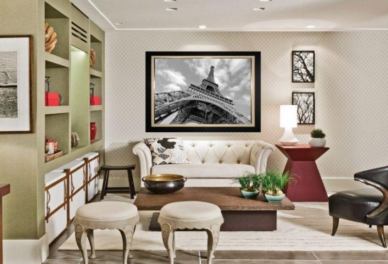 Foto na parede ajuda a compor a decoração de sala de TV