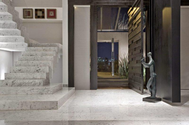 Escada com Mármore Branco Carrara