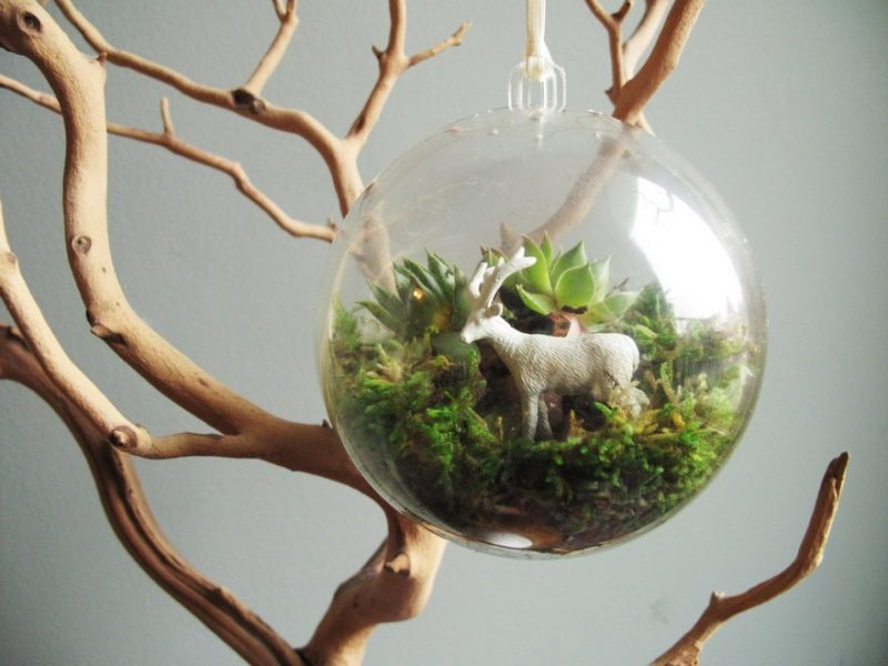 Enfeite de natal de vidro com terrário