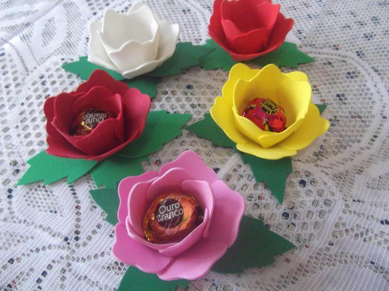 Rosas de EVA com Bombons para Lembrancinha