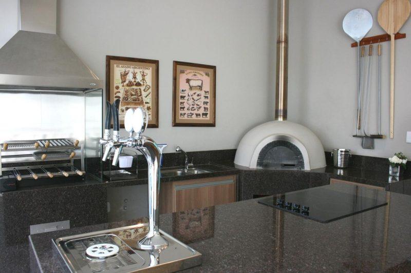 Ilha da cozinha em granito marrom café