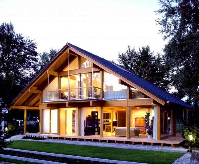 Casa com telhado em formato diferente