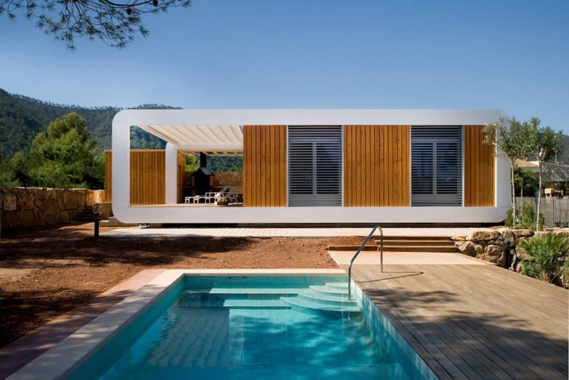 Fachada de casa linda com piscina