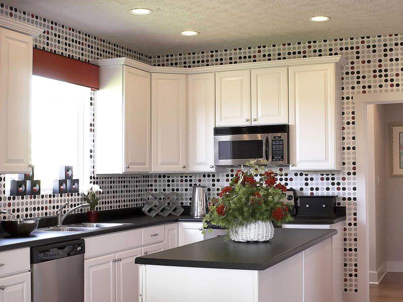 Papel de parede de bolinhas na cozinha