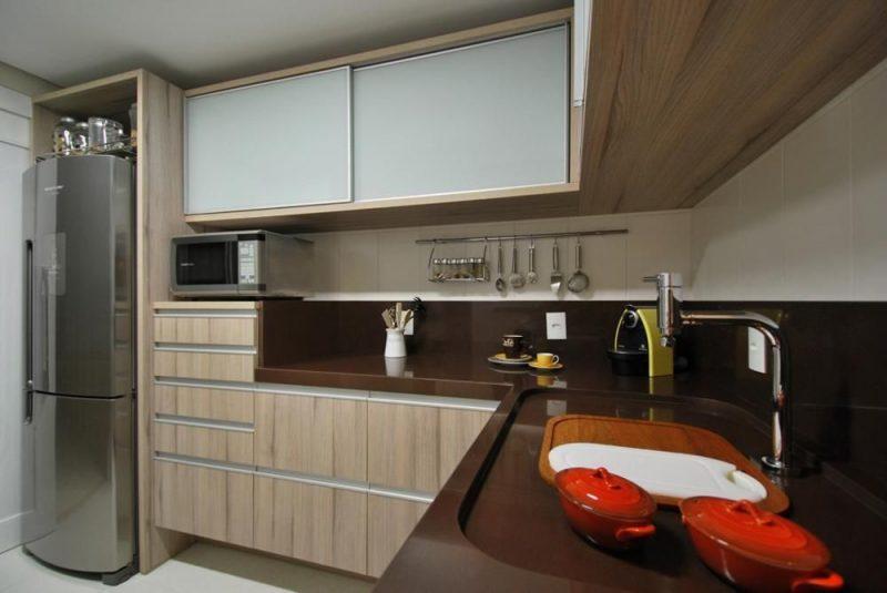 Decoração de cozinha planejada em mármore marrom absoluto