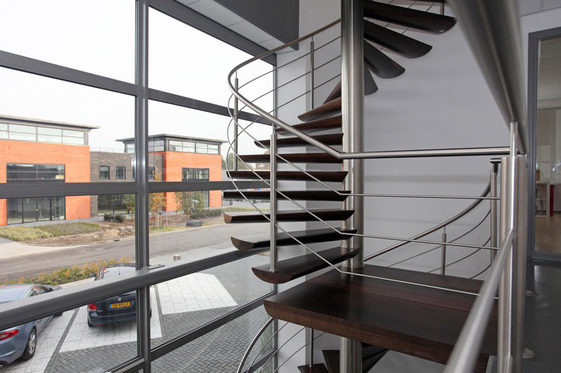 Escada Vazada em Inox