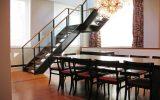 Escada de aço em decoração de ambiente Moderno