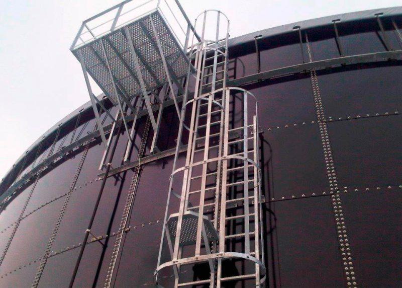 Escada com plataforma marinheiro