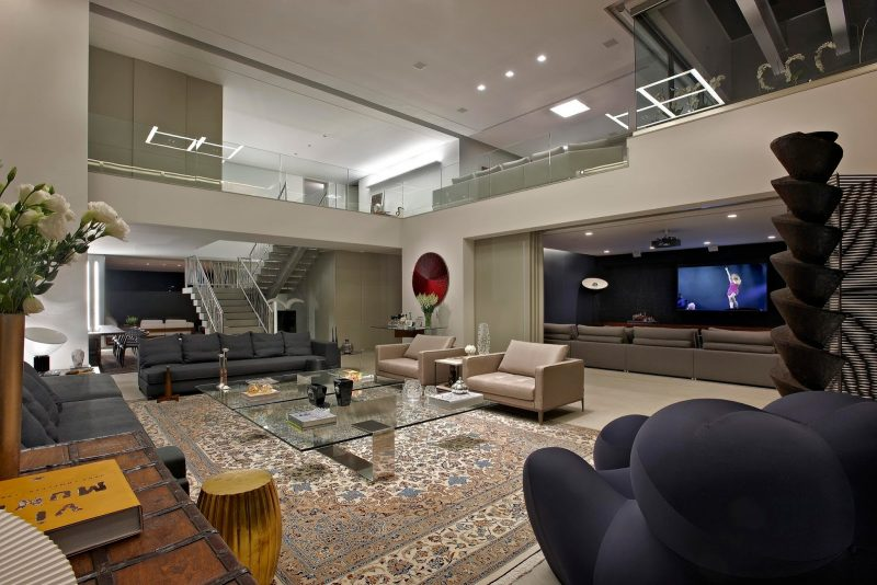 sala de estar ampla decorada