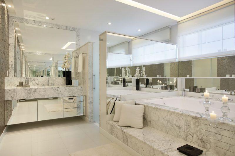 Interior de banheiro elegante de mármore