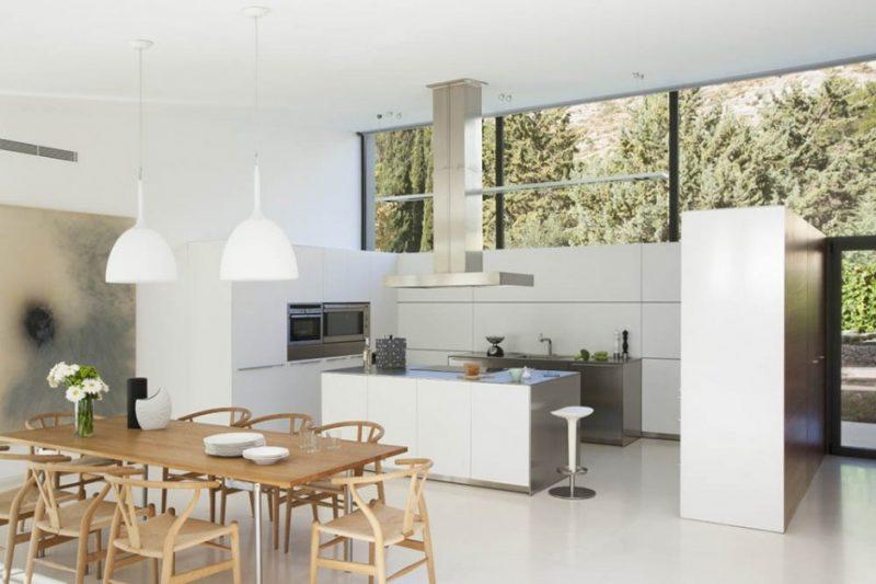 Cozinha com ilha minimalista