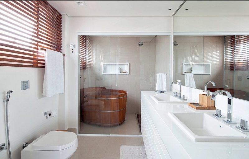 Banheiro decorado com jacuzzi