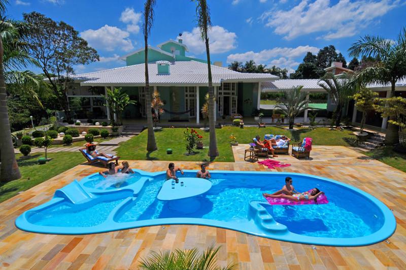 Piscina de fibra pre o modelos como limpar veja mais for Ideas de piscinas grandes